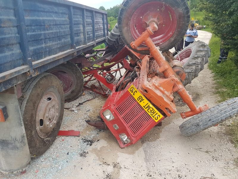 accident tractor26